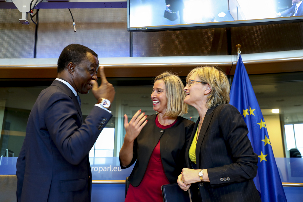 Roger Nkodo Dang, Mairead McGuinness and Federica Mogherini speak animatedly during a pauce in the conference