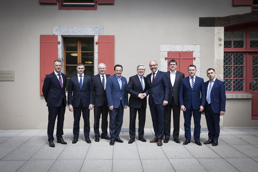 Group photo of faction leaders during Jean Monnet Dialogue